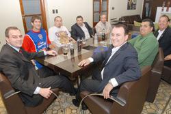Dirigentes y jugadores agradecieron el constante apoyo del Grupo Ick a la institución